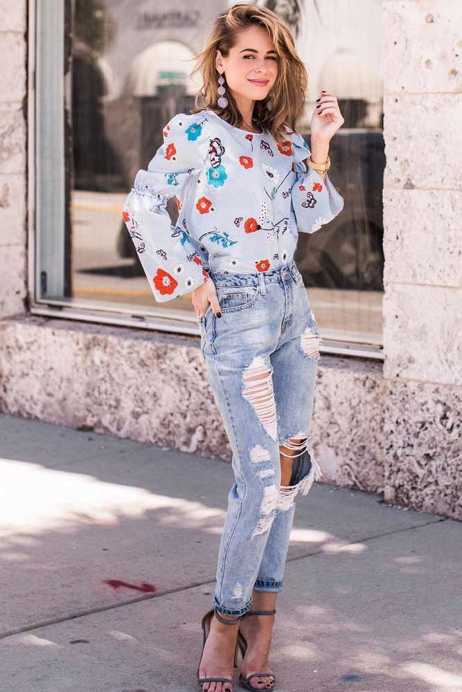 Simple Looks with Light Ripped Jeans picture 2