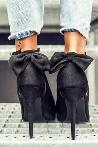 Cute Black Heels For Prom With Bows #blackheels #promshoes #promheels