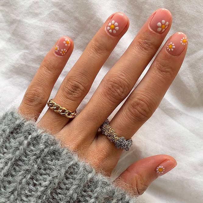 Dotticure Daisies Nail Art #doricurenails #daisiesnails