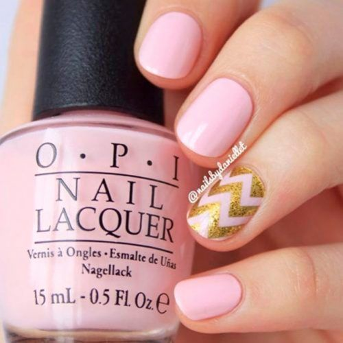 Shoert Pink Nails With Gold Chevron Pattern #chevronnails #glitternails #pinknails