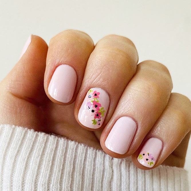 Short Nails With Spring Floral Accents #accentednails #prettynailart