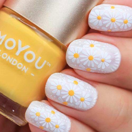 White Daisies Nail Art #flowersnails #whitenails