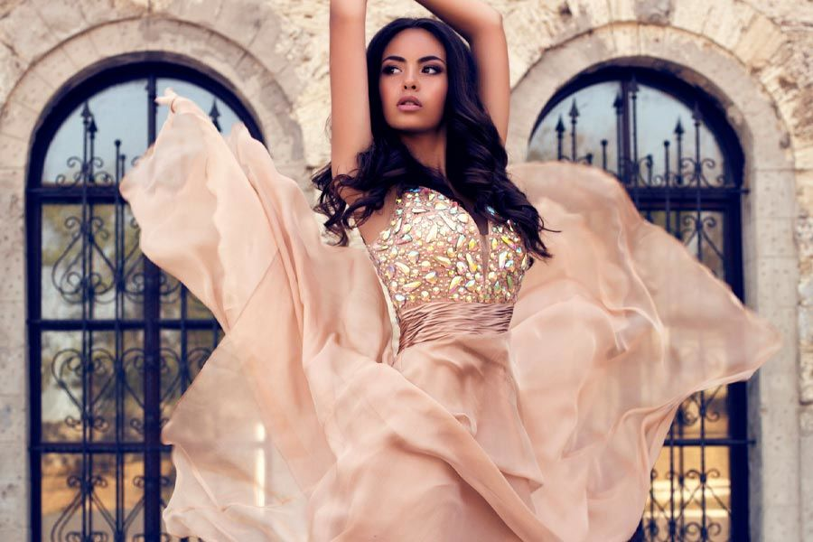 Expert Advice On How To Find The Prom Dress Of Your Dreams