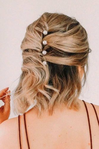 Medium Length Hairstyles With Pins #halfuphairstyles #mediumlengthhair