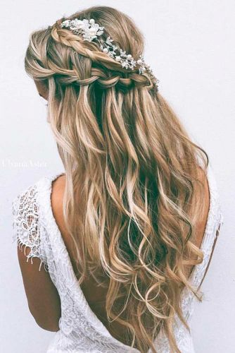 Fabulous Hairstyle for Charming Bride picture 3