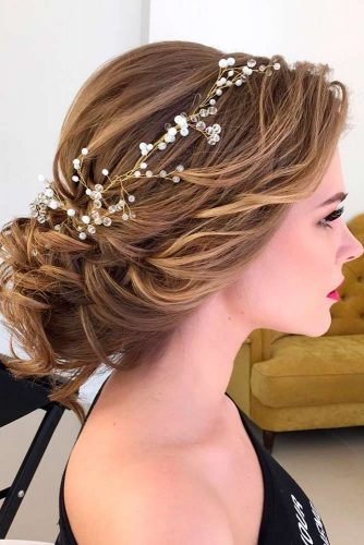 Fabulous Hairstyle for Charming Bride picture 4