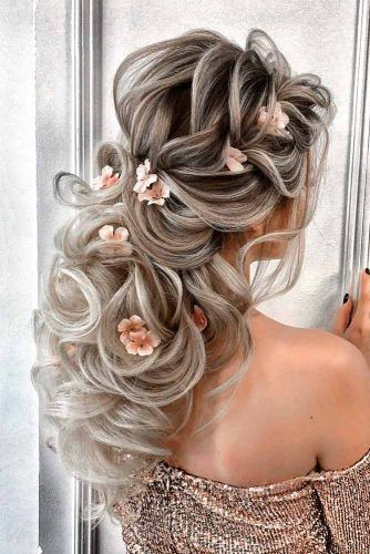 Cute Wedding Hairstyle With Flower #formalhairstyles #curlyhair