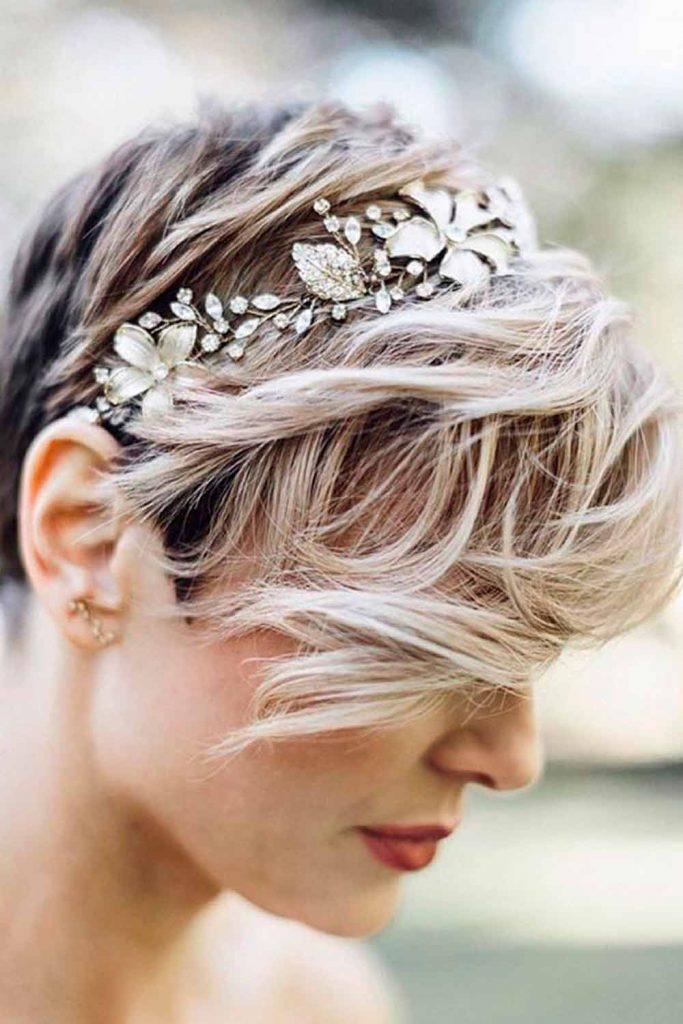 Pixie Hairstyles With Wreath #pexiehair #pixiecut