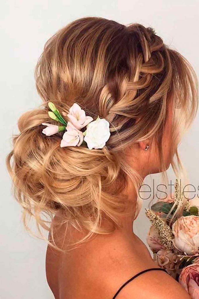 Pretty Wedding Updo #prettyhairstyles #elaganthairstyles