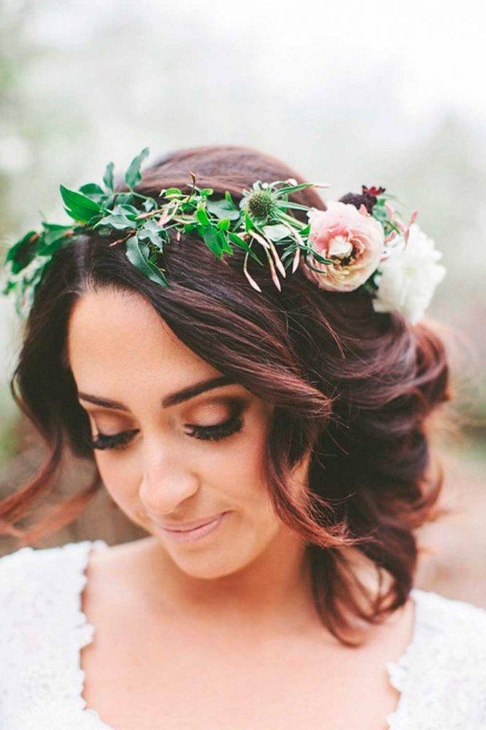 Easy And Sweet Hairstyles With Floral Wreath #weddingwreath #easyhairstyles
