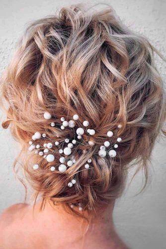 Wavy Messy Knot #knothairstyles #blondehair #wavyhairstyles
