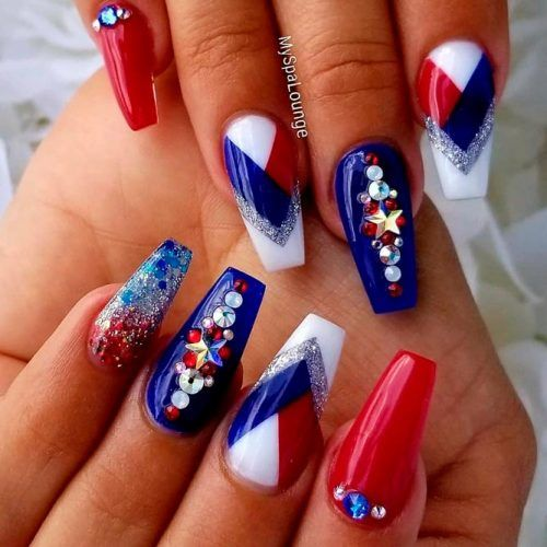 Stunning Patriotic Nail Art #rhinestonesnails #glitternails