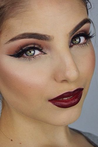 Perfect Looks with Maroon Matte Lipstick picture 2