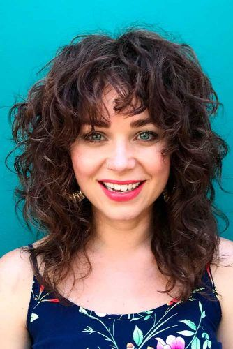 Curly Layered Shoulder-Length Lob With Highlights #curlyhair #lobhairstyles