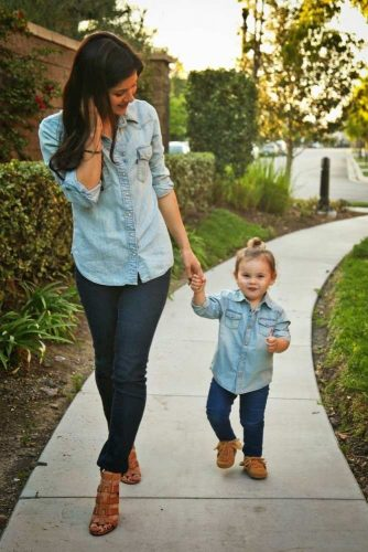 Mother and Daughter Matching Outfit Ideas picture 3