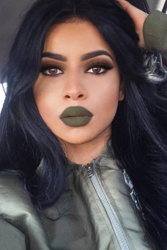 Girls Who Wear Green Lipstick And Look Fab picture 1