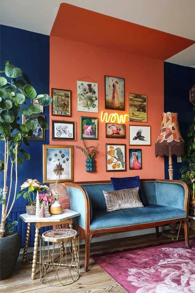 Retro Living Room Decorating Idea #retrostyle #sofa