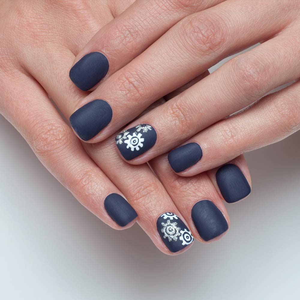 Matte Nails with Accent
