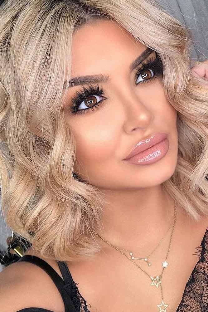Black Eyeliner With Pink Lipgloss Makeup Idea #pinklipgloss