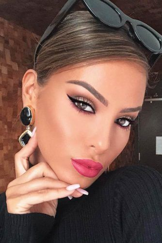 Black Eyeliner With Hot Pink Lipstick Makeup #pinklipstick