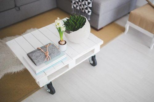 Trendy Ways To Arrange Coffee Table Decor