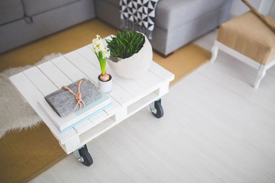Trendy Ways To Arrange Coffee Table Decor