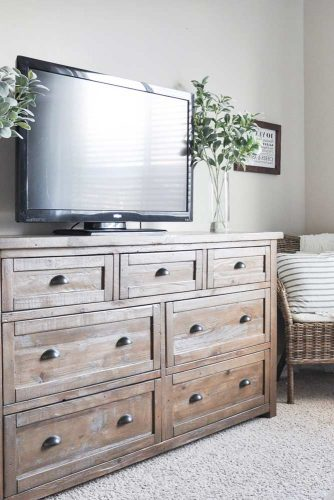 Best Ways to Use Bedside Tables and Commodes picture 6