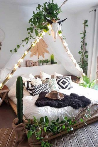 Boho Chic Bedroom Style With String Lights #plants #stringlights