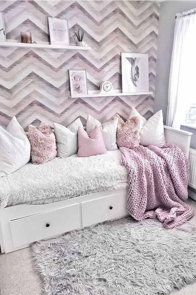 Modern Bedroom With Patterned Wall Decorations #paintedwall