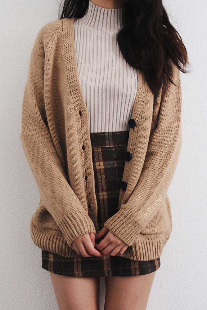 Cute Outfit Idea For School With Oversize Cardigan And Plaid Skirt #cardigan #plaidskirt