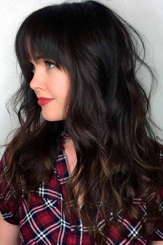 Wavy Layered Hairstyle with Simmetric Fringe