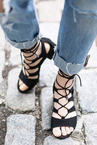 Stylish and Comfy Strappy Sandals picture 3