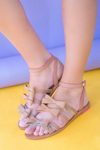 Stylish and Comfy Strappy Sandals picture 2