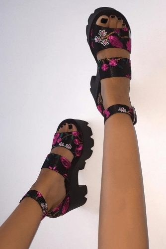Cute and Simple Strappy Sandals picture 5