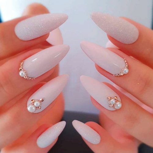Pale Lilac Nails With Gold Rhinestones #rhinestonesnails #lilacnails