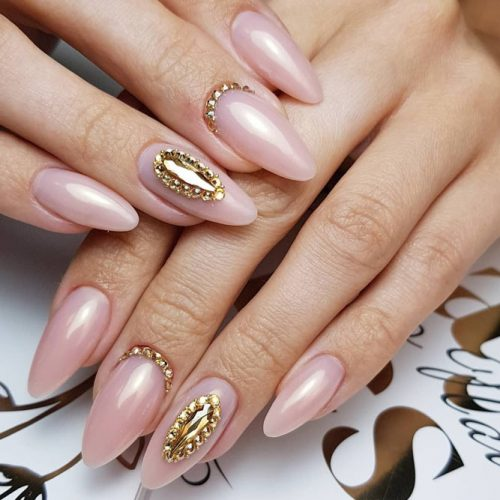 Marvelous Wedding Nail Ideas With Elegant Rhinestones For Your Big Day #nudenails #rhinestonesnails #ovalnails #longnails