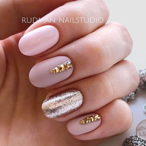 Marvelous Wedding Nail Ideas With Gorgeous Glitter Accent For Your Big Day #nudenails #pinknails #shortnails #rhinestonesnails #glitternails