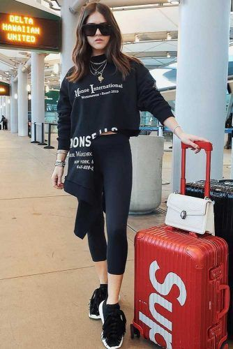 Black Leggins And Crop Sweatshirt Outfit #blackleggins