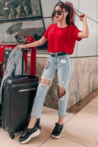 Ripped Jeans With Red T-Shirt Airplane Look #redtshirt #rippedjeans