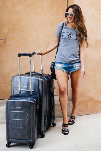 Airplane Outfit Ideas with Shorts picture 2
