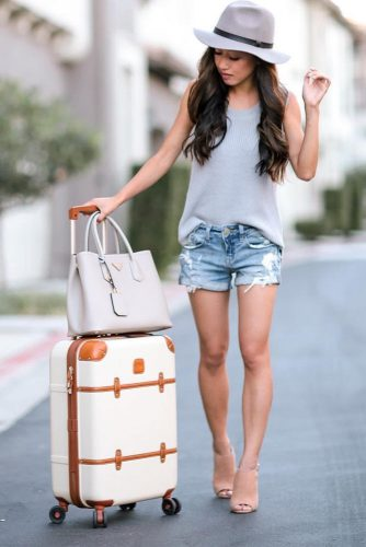 Airplane Outfit Ideas with Shorts picture 1