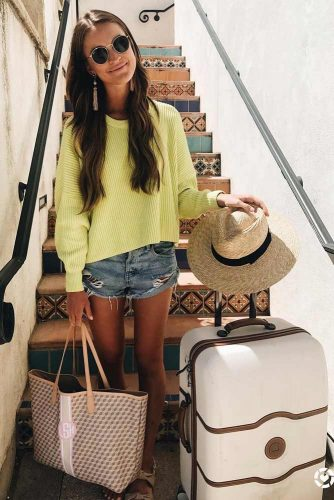 Airplane Outfit Ideas with Shorts picture 3