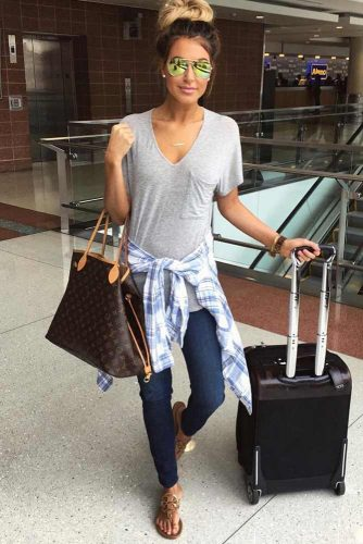 Stylish and Comfy Airport Outfits picture 1