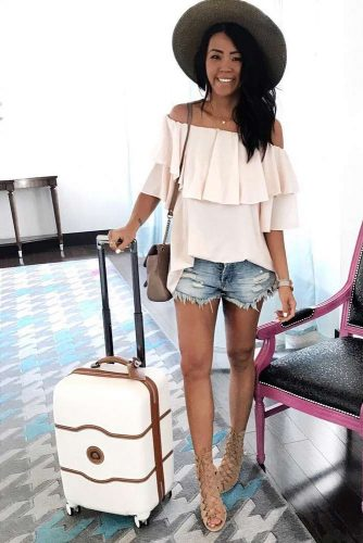 Airplane Outfit Ideas with Shorts picture 5