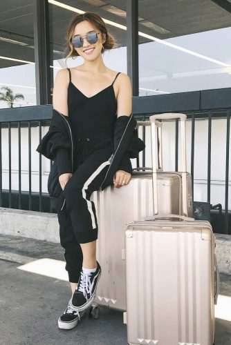 Comfy Travel Outfit Ideas picture 6