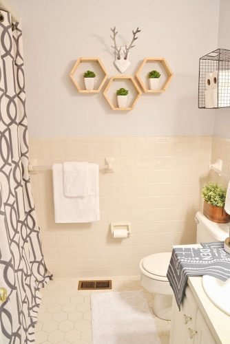 Stylish and Useful Bathroom Decorating picture 1