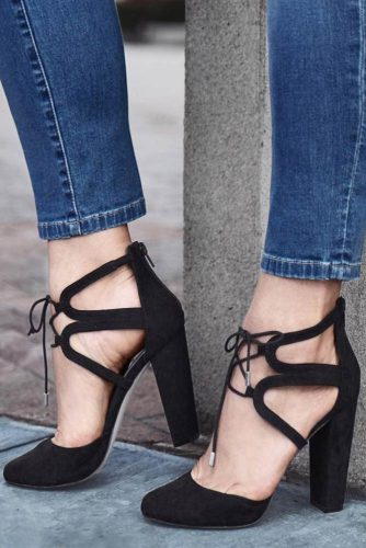 Stylish Black Strappy Heels Designs picture 3