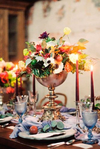 Wedding Сenterpieces With Fall Flowers And Candles #fallweddingdecor #weddingcenterpieces