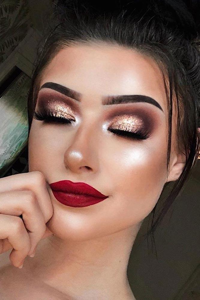 Gold Glitter Smokey With Red Lipstick Makeup #redlips #goldsmokey