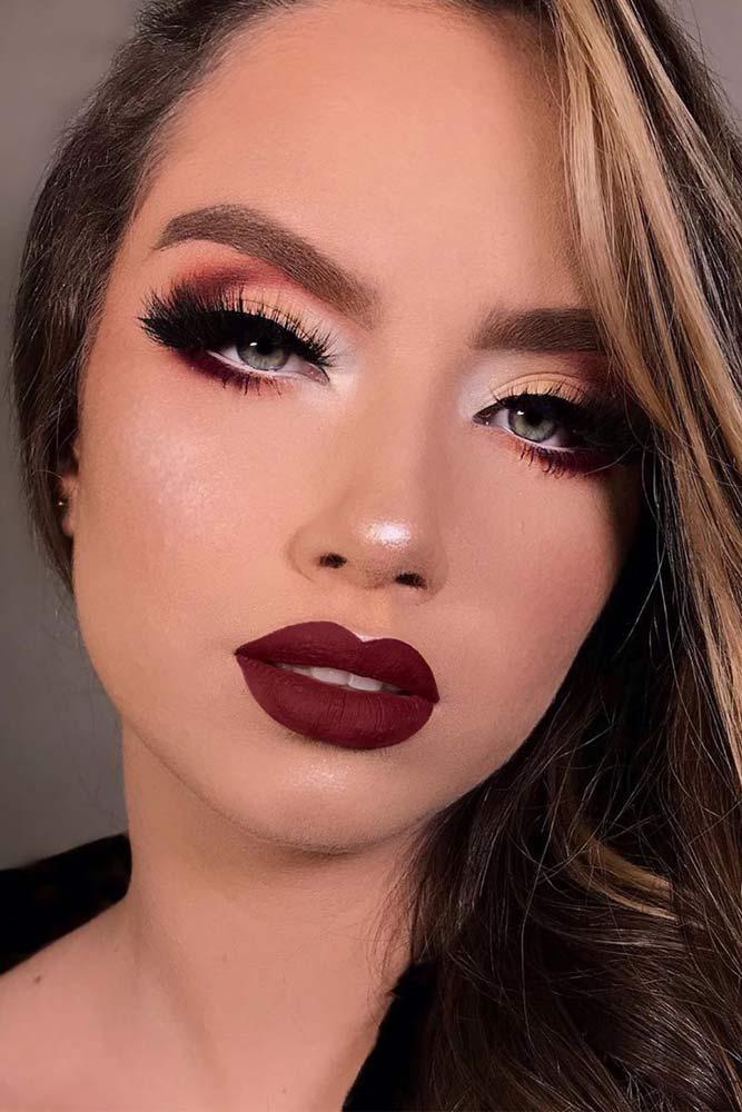 Smokey Eyes With Black Eyeliner Makeup #burgundylips